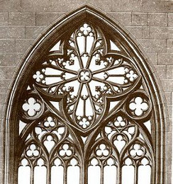 characteristics of tracery in gothic architecture As its name suggests, the chief characteristic of perpendicular architecture is the emphasis on strong vertical lines, seen most markedly in window tracery and wall panelling.