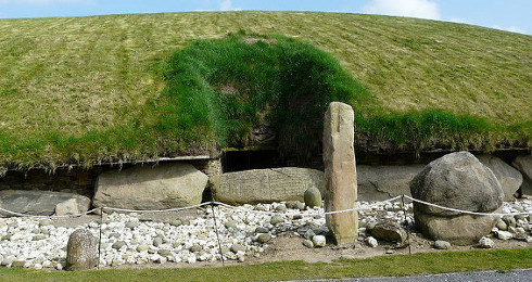 Corbelled Megalithic Tomb (with burial mound and passages)